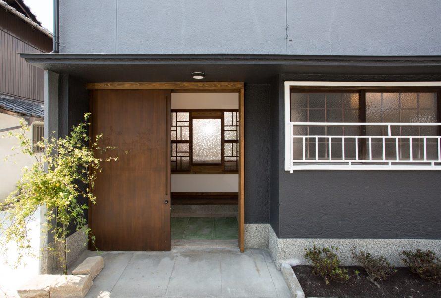 玄関ドアも特注のオリジナルドア