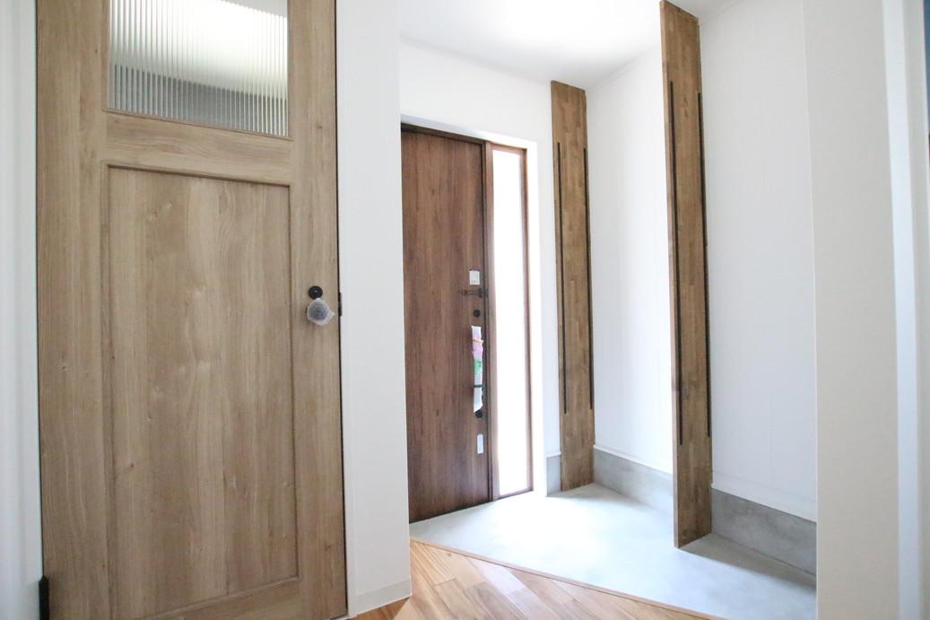 玄関の隣はトイレがあります