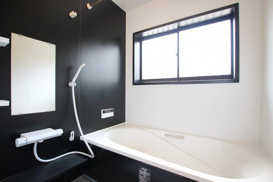 お風呂はユニットバスに変更。保温浴槽・浴室乾燥機付き。