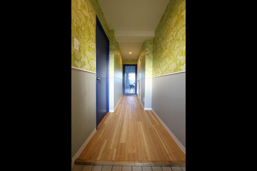 長廊下の床