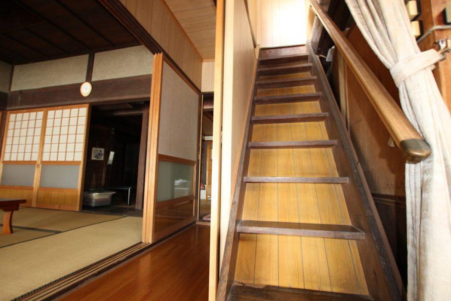 階段横には和室があります。