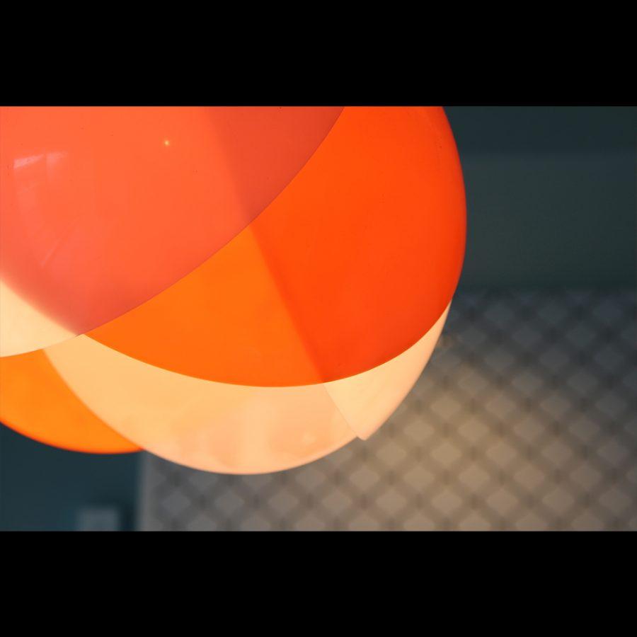 温室育ちのみかんを思わせるオレンジカラー