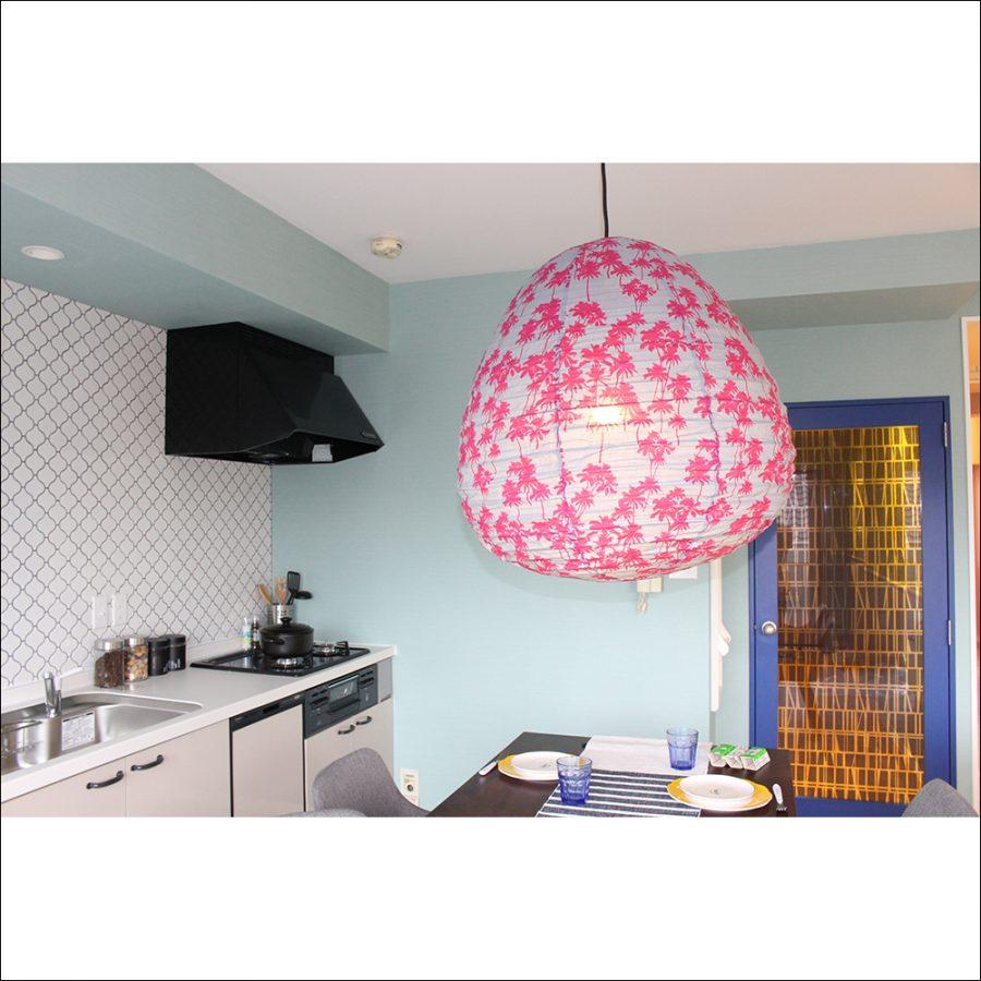 キッチンを背景にしたライト