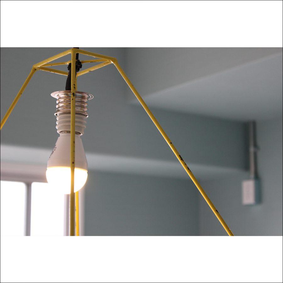 電球は白熱灯ですが、LEDも接続可能です。