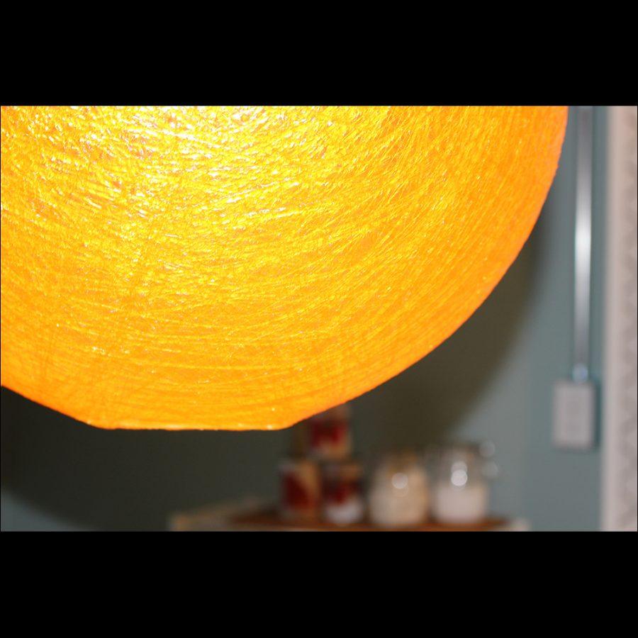オレンジ色が温かみをさらに引き立てます。