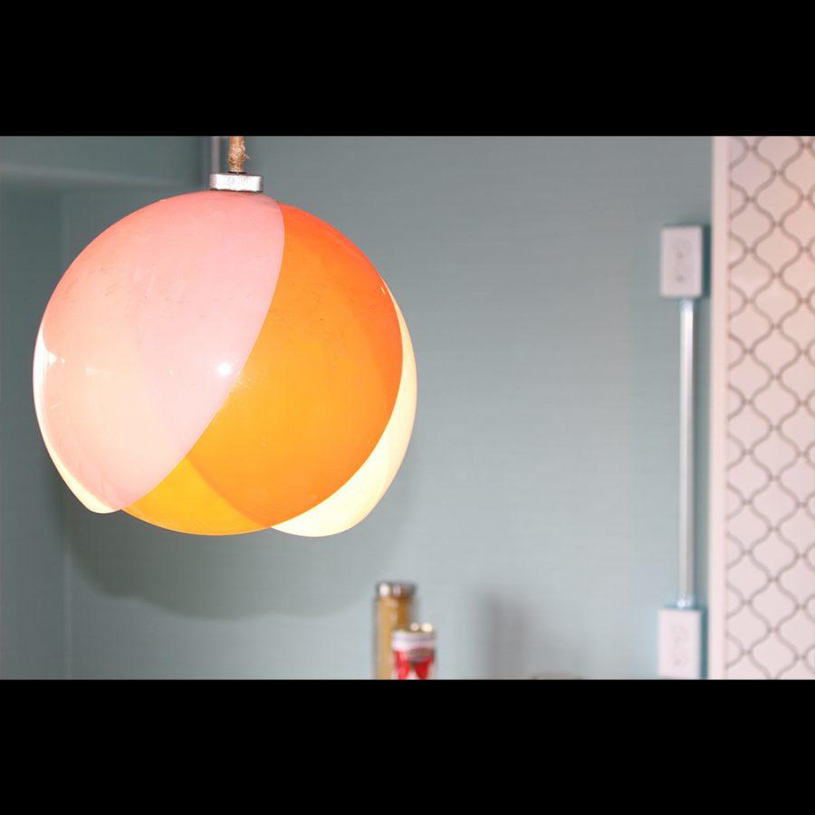 ホワイトとオレンジのコントラストがミカンみたいで面白い
