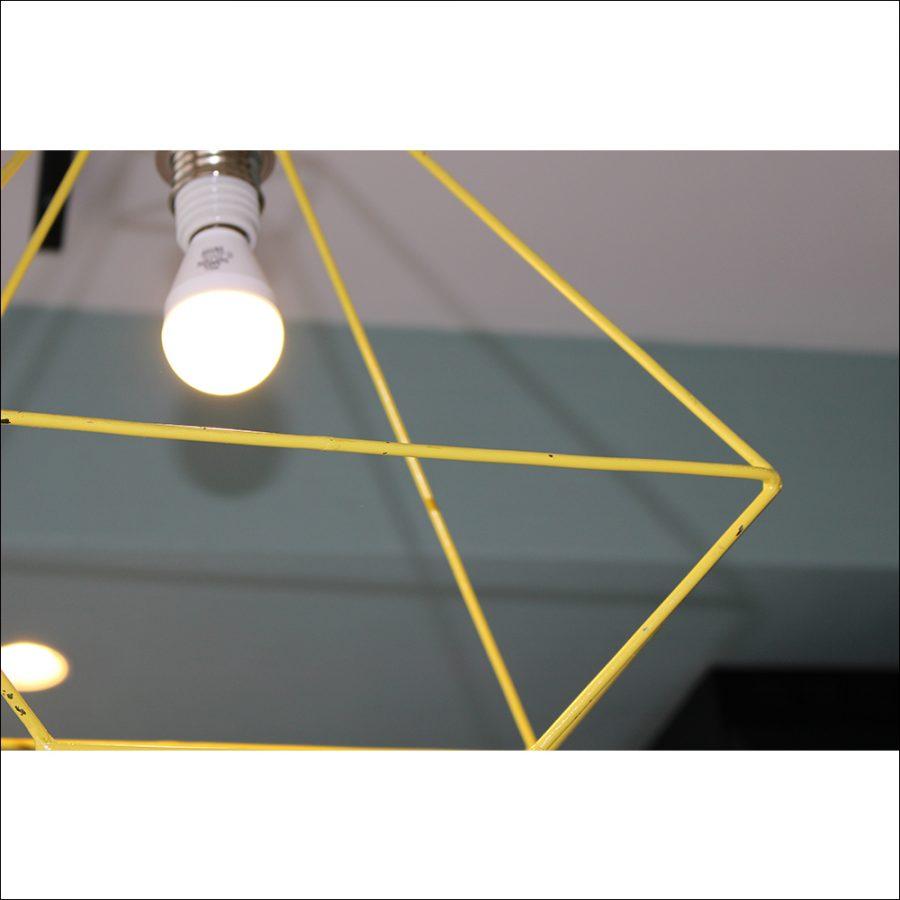 下から見たアイアン照明の図