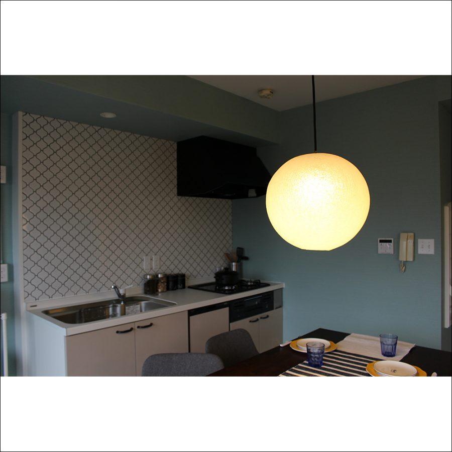 キッチンでもしっかりと照らすだけの光源があります。