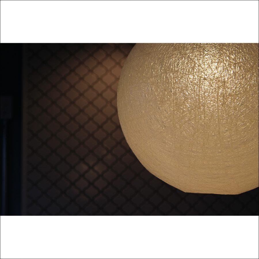 繭の間からこぼれる優しい光