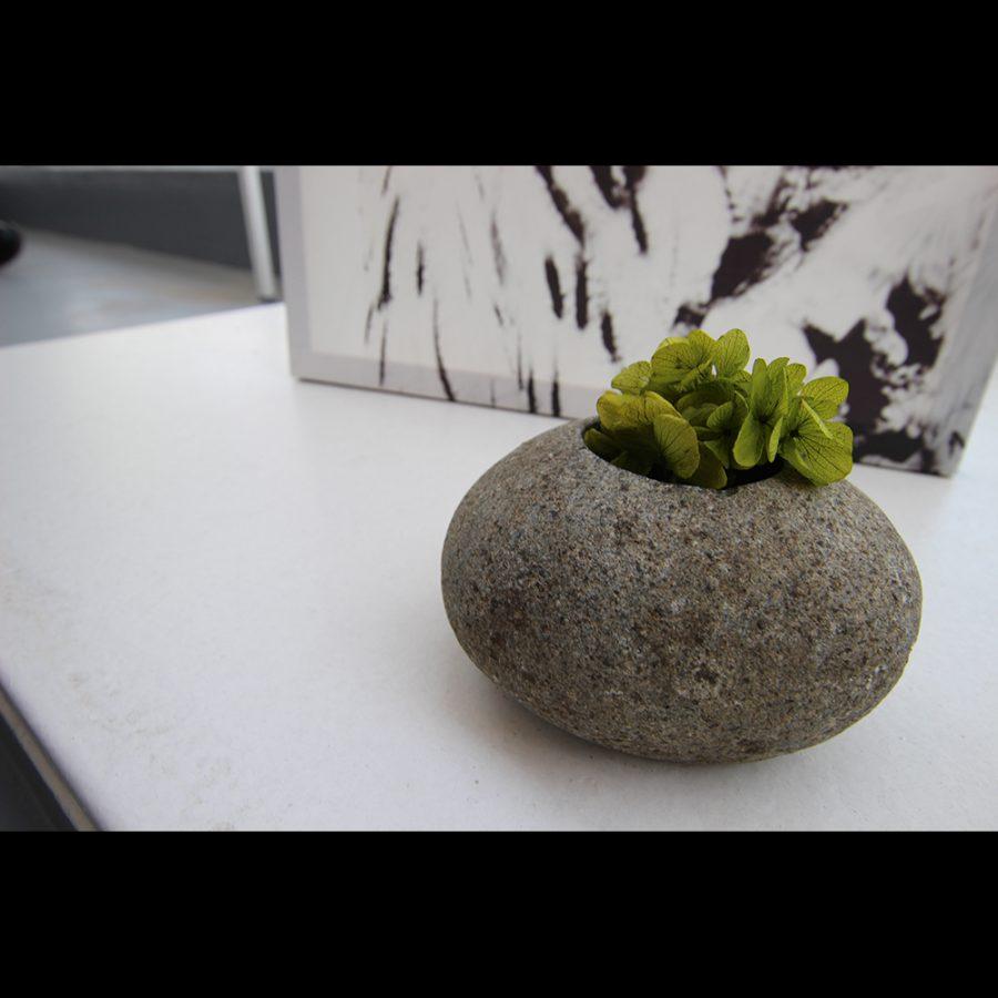 石のデザインがお洒落