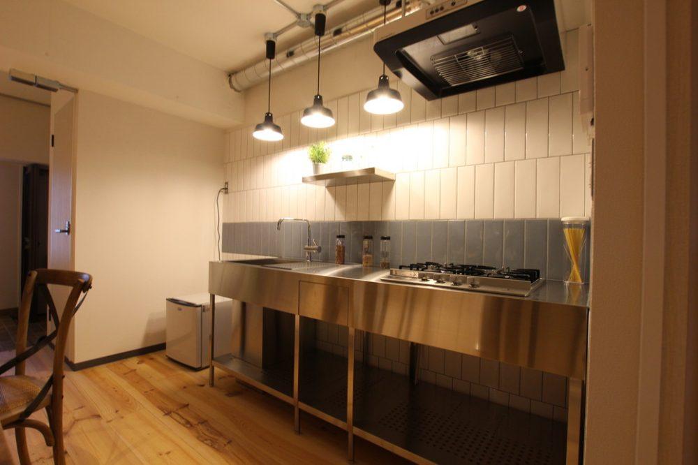 ステンレスキッチンはシンプル仕様!まるで厨房にいるような無駄を省いたキッチンです