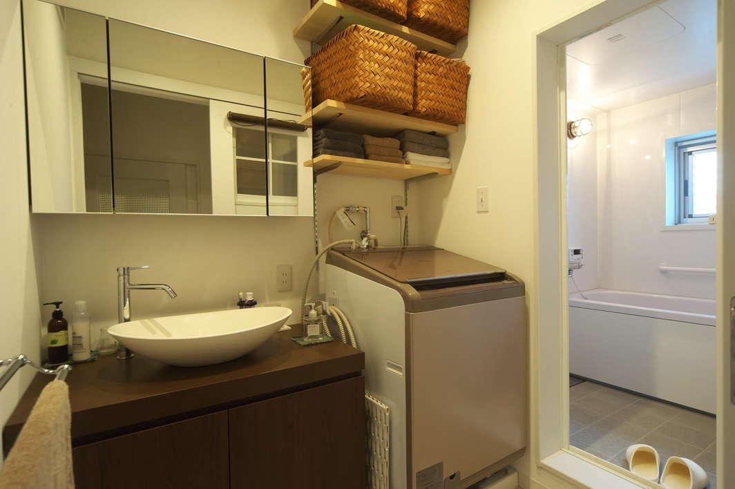 洗面室 width=