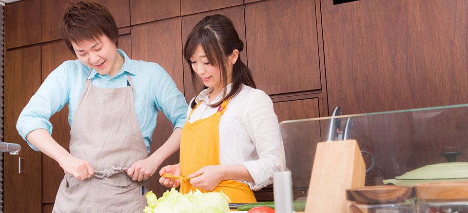 キッチンで料理