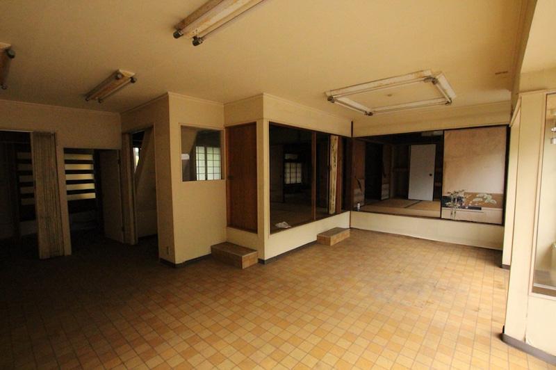 今回の建物は昭和初期に建てられた家。もともとはサッシ屋さんで店舗兼住宅でした