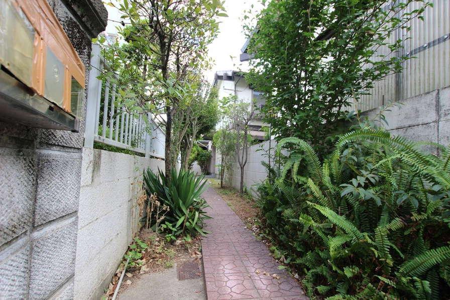 小道の先の隠れ家
