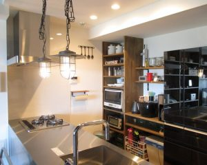 インダストリアルな機能美が溢れる、センスと便利さ共存のマンションリノベ