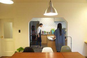 料理好き夫婦に最適な、大型コの字型キッチンをリノベーションで!
