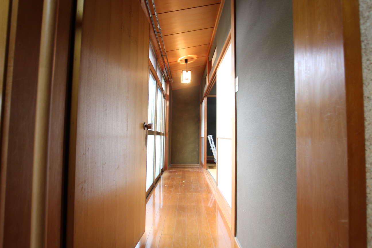 1階洋室への廊下_before
