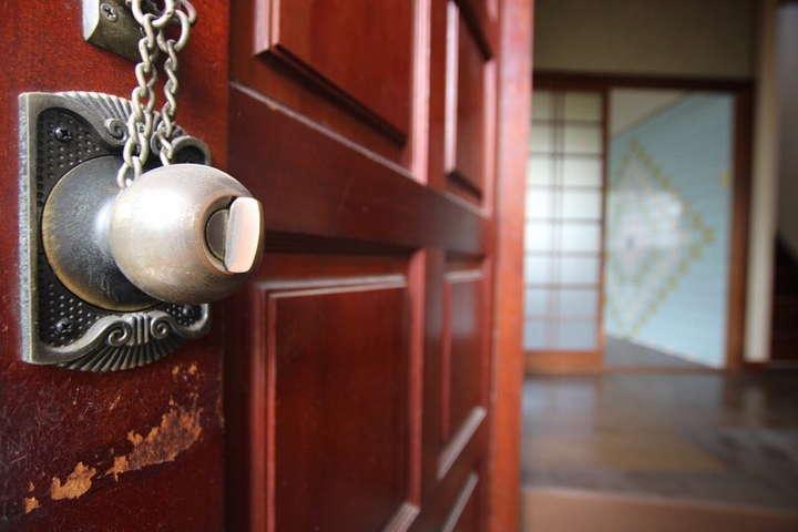重圧感ある玄関ドア